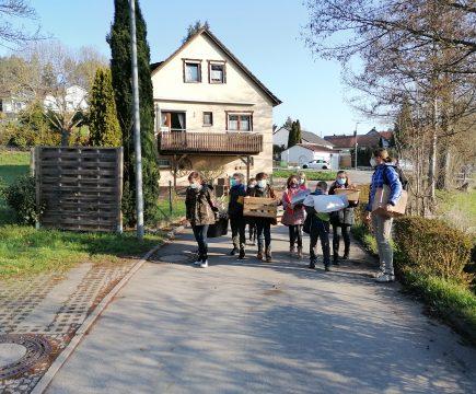 Der Handels- und Gewerbeverein Aidlingen spendiert unseren Drittklässlern das Streuobstwiesen-Projekt